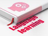 Fényképek oktatási koncepció: könyv a fejét a fogaskerekek, nyelvtanulás, fehér háttér