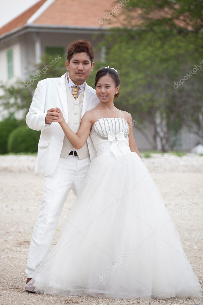 Asian groom and bride in wedding suit take photo for marriage ...