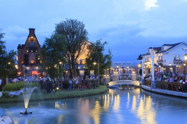 BANGKOK THAILAND-JUNE 9 : people have dinner in chocolate ville