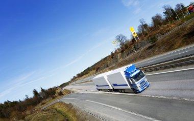 Mavi kamyonet