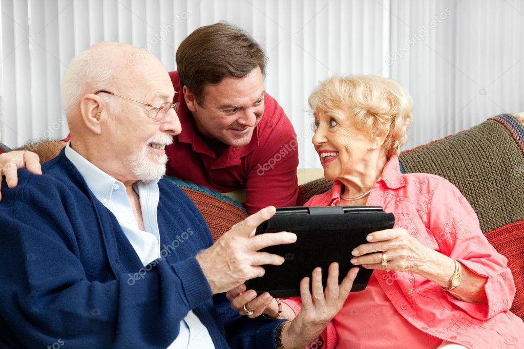 Tablet Pc Cadeau Voor Ouders Stockfoto Lisafx 13817607