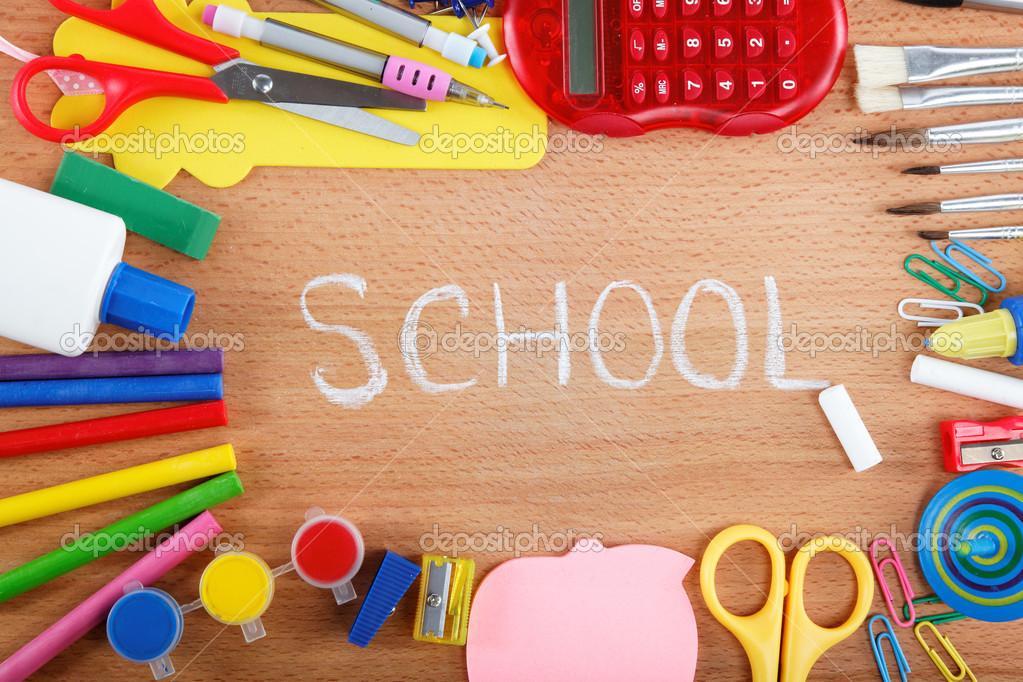 Kantoor en student accessoires op houten achtergrond terug