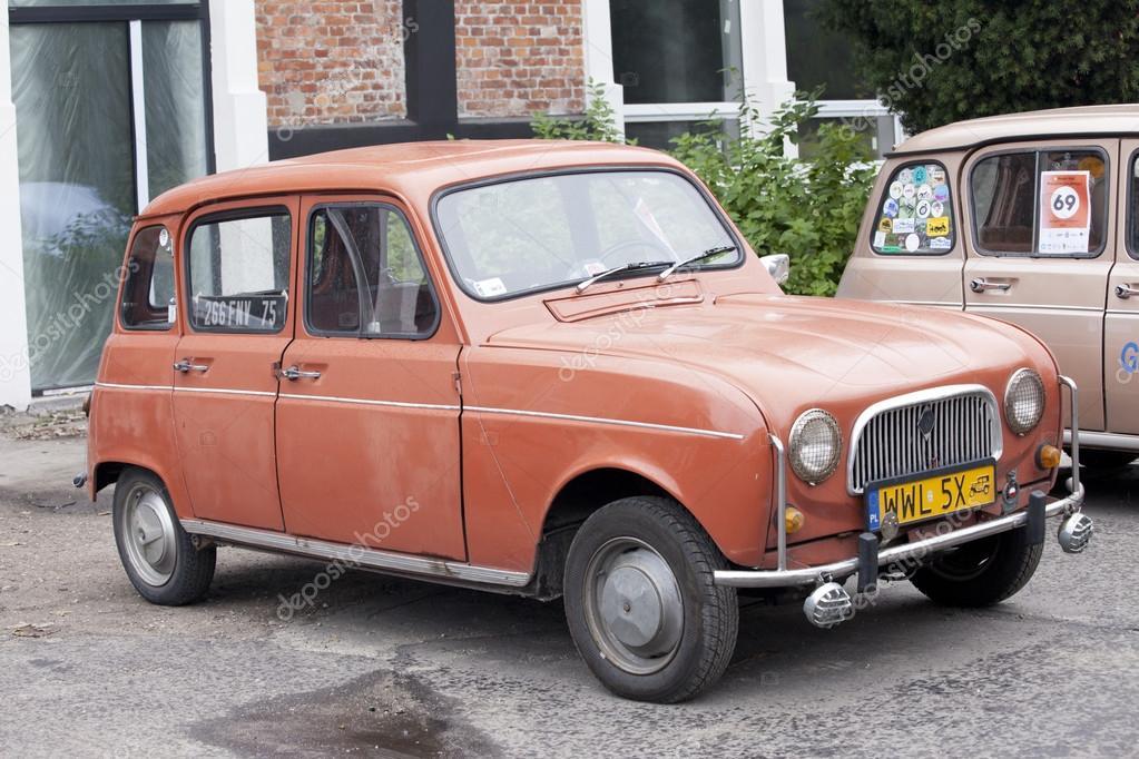 varsovie 28 septembre vieille voiture renault sur rencontre de voitures anciennes 28. Black Bedroom Furniture Sets. Home Design Ideas
