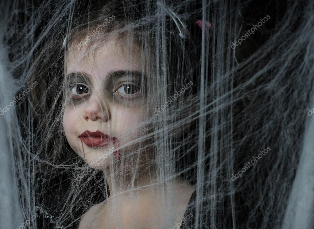 une fille avec vampire halloween maquillage photographie alexsvirid 15027381. Black Bedroom Furniture Sets. Home Design Ideas