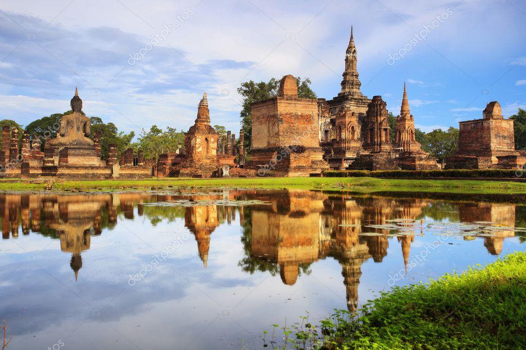 Main buddha Statue in Sukhothai historical park