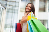 žena dělá nakupování