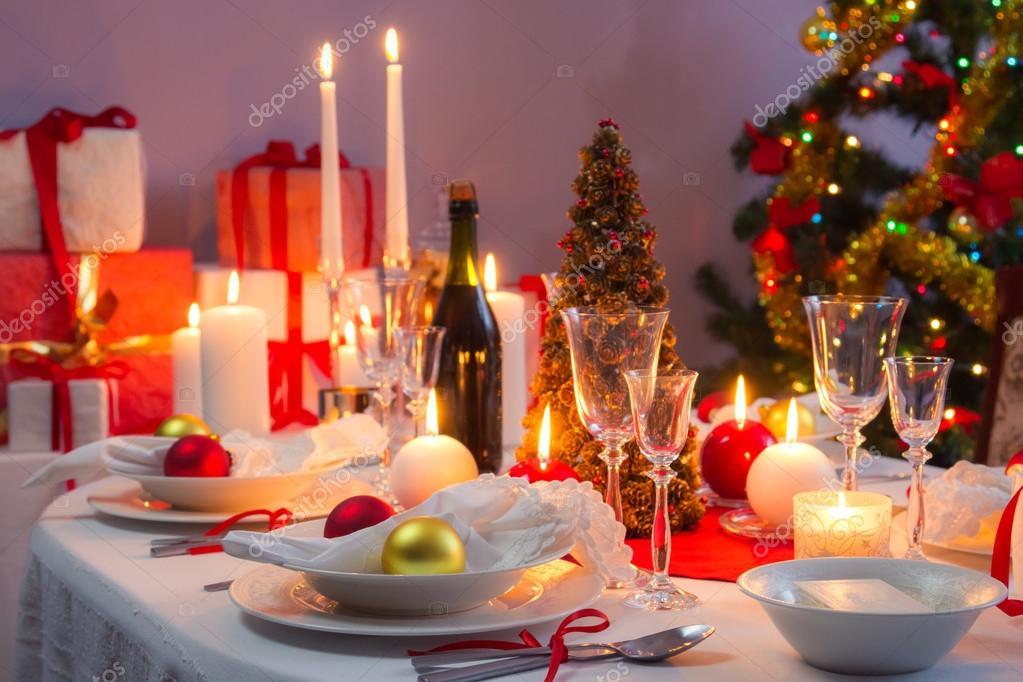 schön gedeckter Tisch für Heiligabend — Stockfoto © Shaiith79 #31646015