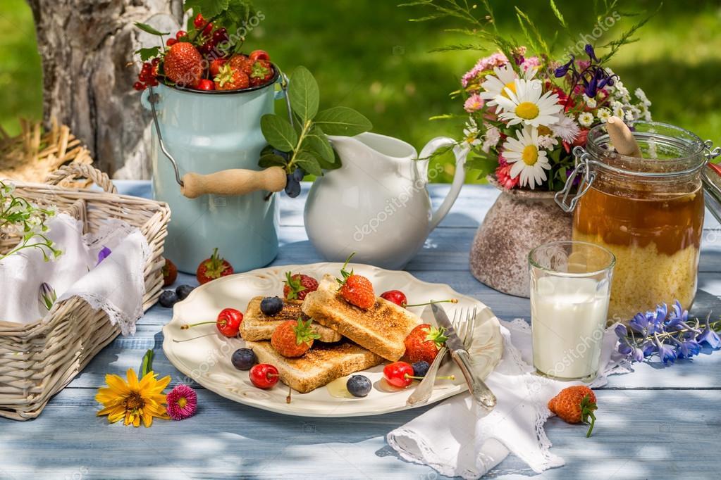 jeudi 21 juin Depositphotos_50136065-stock-photo-summer-breakfast-in-the-garden