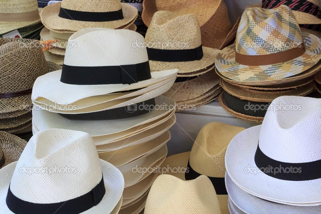 571b6f0c4 chapéus de palha em exposição — Stock Photo © kyrien  43069803