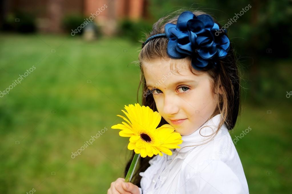 Фото девушек в форме цветов