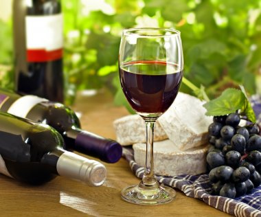 Red wine, grape, Brie and Camembert cheeses