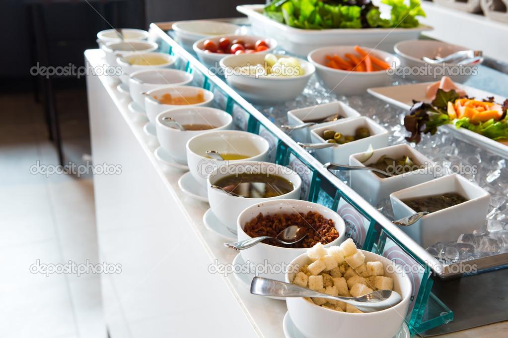 Tavolo istituito per la prima colazione continentale for Piani colazione