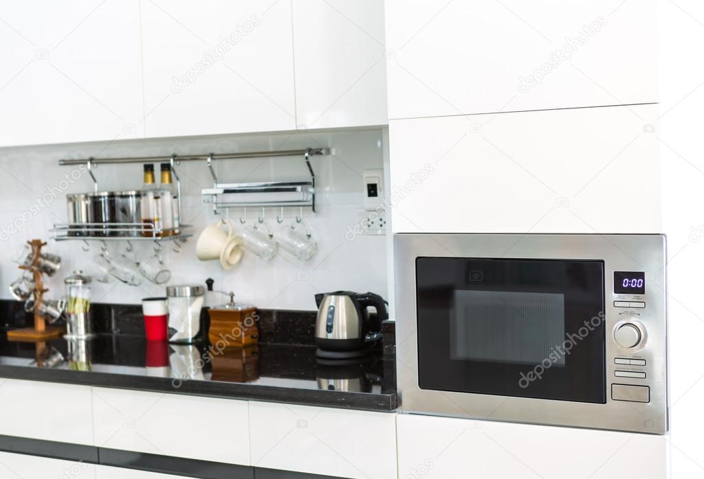 armadi da cucina con angolo caffè nella moderna casa soggiorno ...