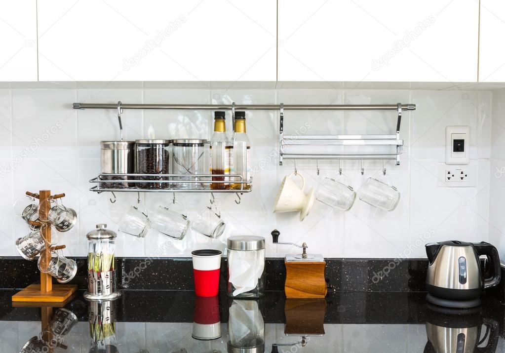 armadi da cucina con angolo caff nella moderna casa soggiorno immagini stock