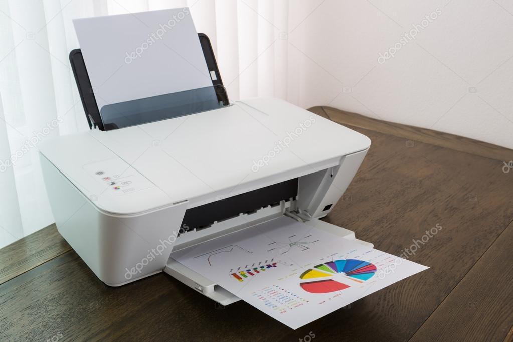 Tafel Voor Printer : Printer met financiële documenten op een houten tafel u stockfoto