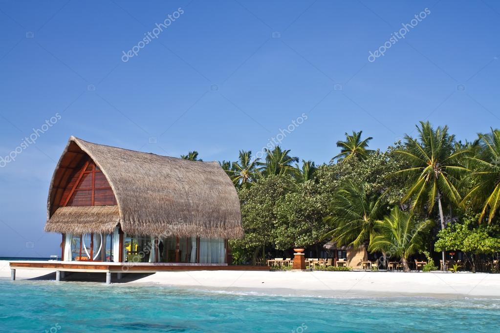 Strandhaus am meer  Foto des Strandhaus in Malediven Meer mit blauer Himmel ...