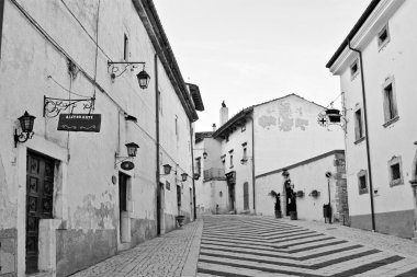 Abruzzo, Italy: medieval town - Pescasseroli - Aquila, Italy