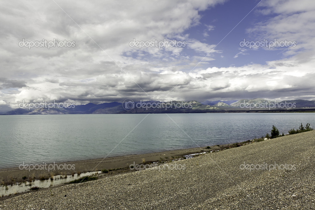 Alaska, mountains and the lake
