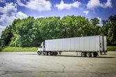 nákladní automobil s přívěsem