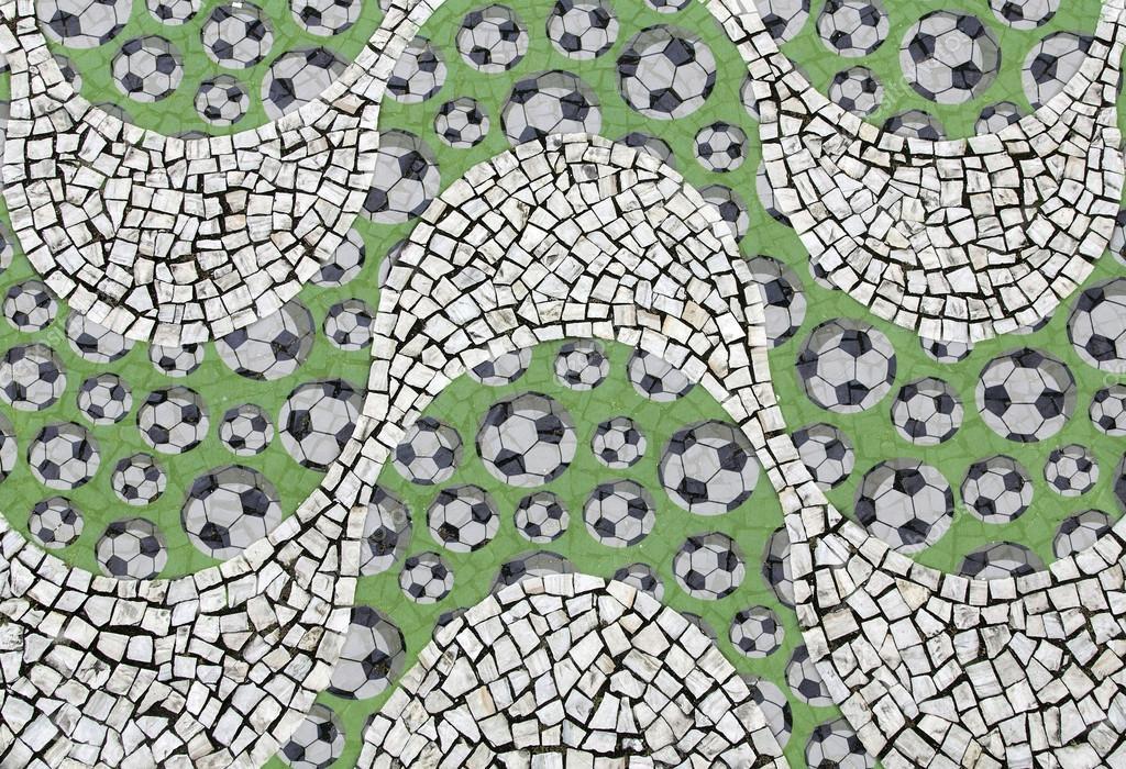 Vereda Playa de Copacabana con el patrón de balón de fútbol — Foto ...