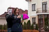 Hacker v maskované chamtivý žena