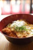 Photo Katsudon - Japanese breaded deep fried pork cutlet (tonkatsu) to