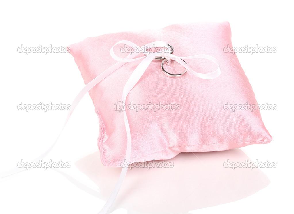 Kussen Wit 13 : Trouwringen op satijnen kussen geïsoleerd op wit u stockfoto