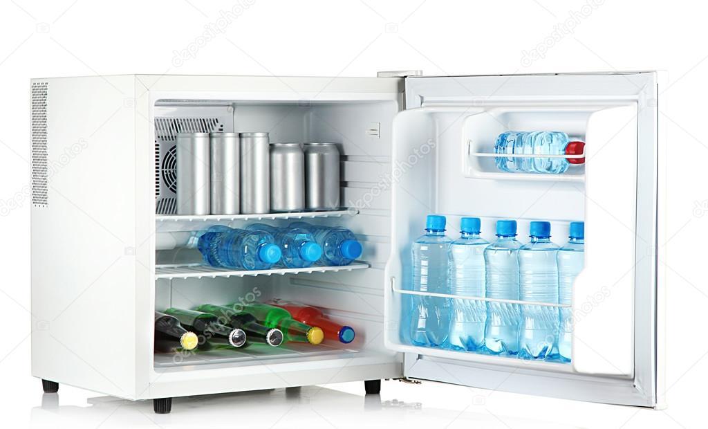Mini Kühlschrank Für Reisen : Mini kühlschrank voller flaschen und gläser mit verschiedenen