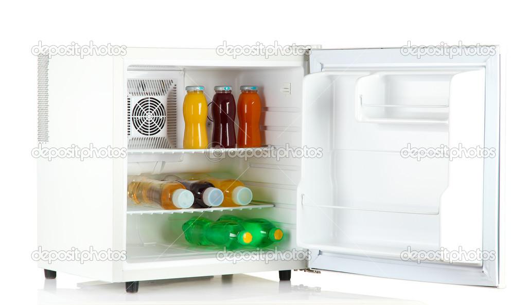 Cooler Mini Kühlschrank : Mini kühlschrank voller flaschen saft soda und obst isoliert auf