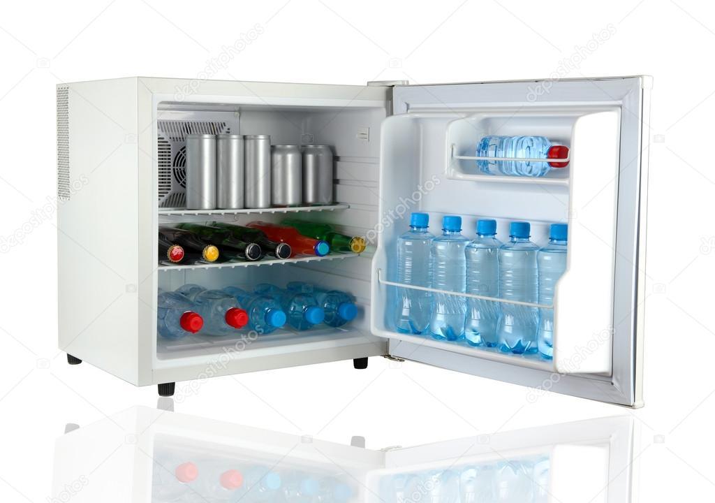Kleiner Kühlschrank Getränke : Mini kühlschrank voller flaschen und gläser mit verschiedenen