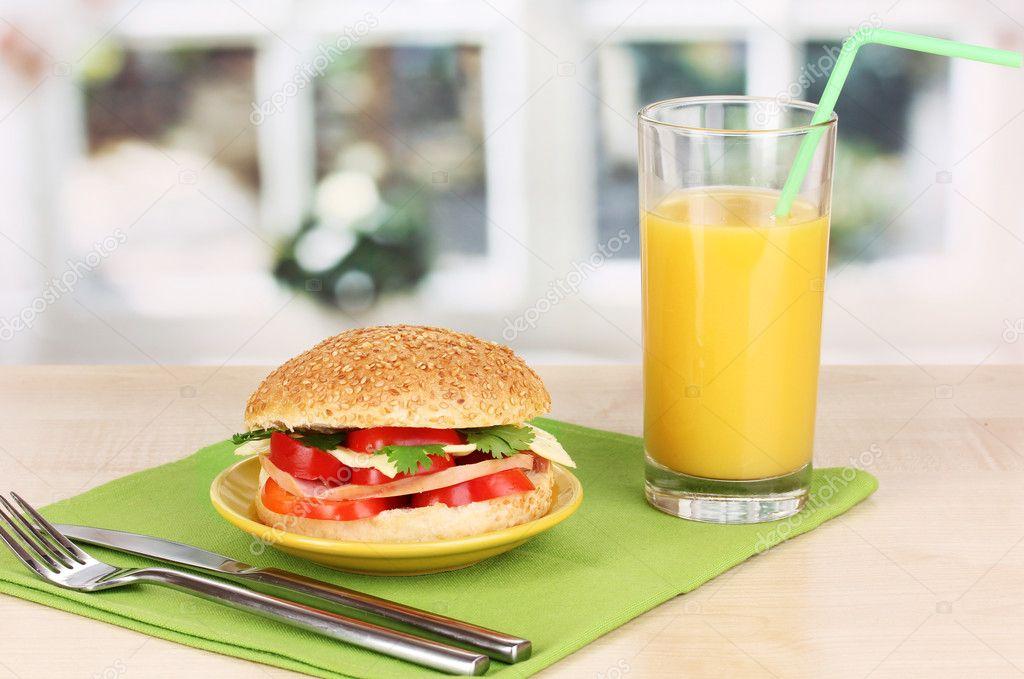 Smakelijk Sandwich Op Kleurplaat Op Houten Tafel Op Achtergrond Van