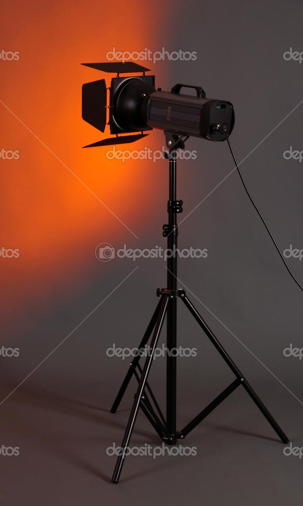 studio verlichting op grijze achtergrond close up stockfoto