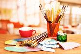 Művészi berendezések: paint, ecseteket és művészeti paletta