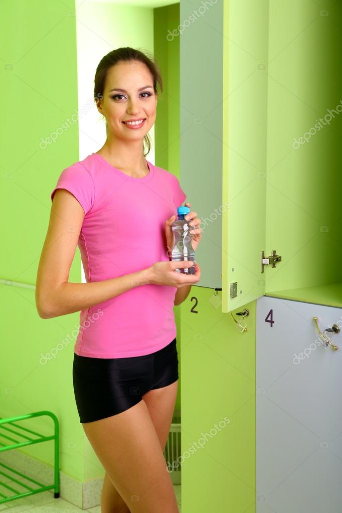 Девушка в раздевалке фото 741-309
