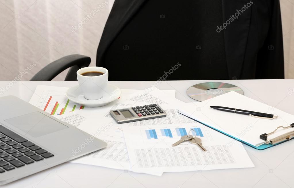 Office Desktop Im Hintergrund Zimmer Stockfoto C Belchonock 20532187