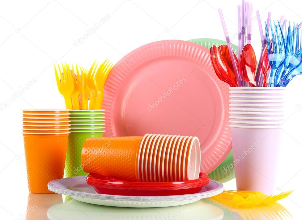 vaisselle en plastique multicolor isol sur blanc photographie belchonock 22921712. Black Bedroom Furniture Sets. Home Design Ideas