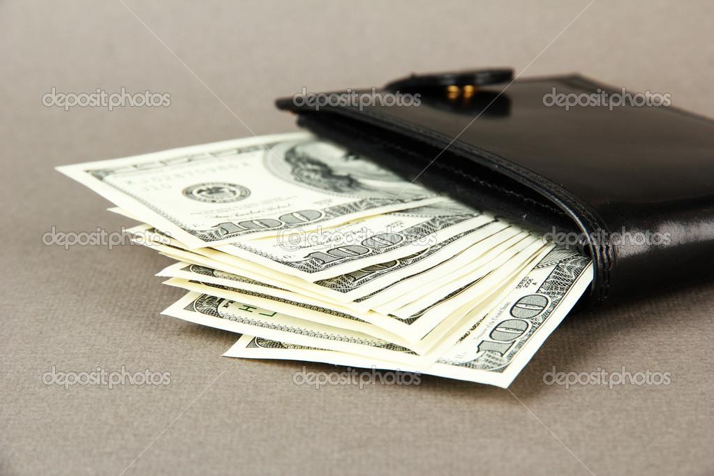 venta oficial apariencia estética nueva selección Cartera con billetes de cien dólares, sobre fondo de color ...
