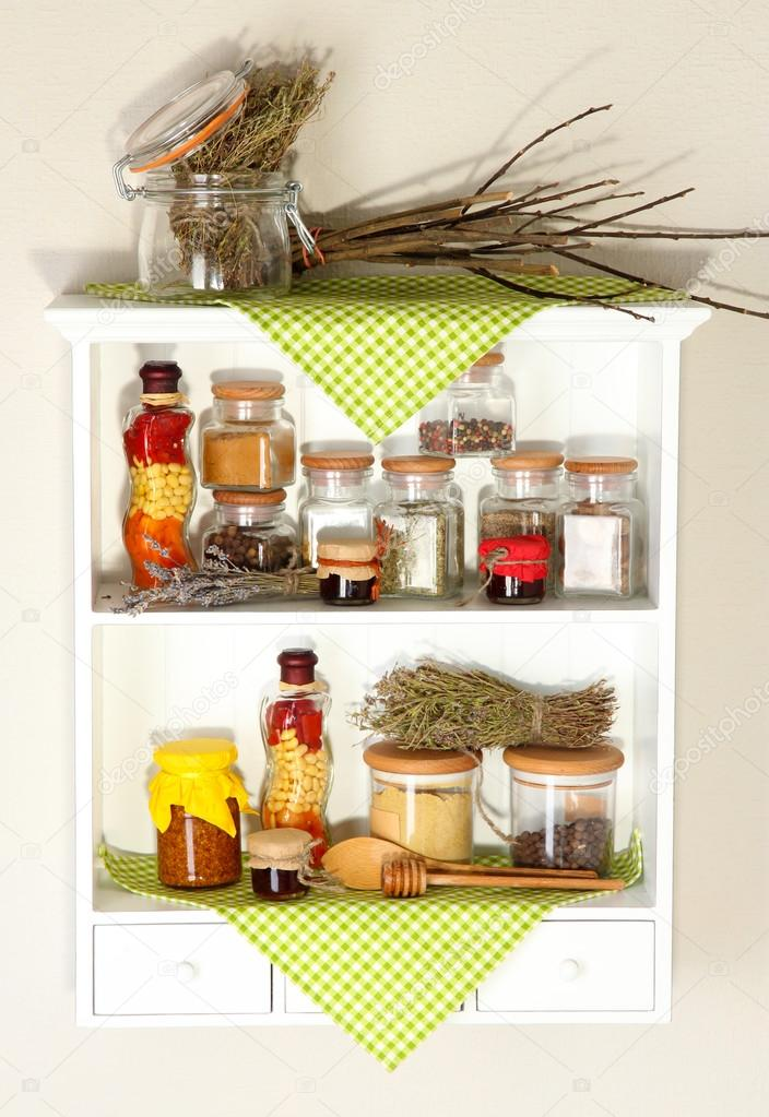 Różne Przyprawy W Kuchni Półki Zdjęcie Stockowe