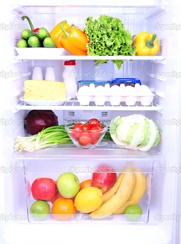 Refrigerador lleno de comida foto de stock belchonock for Stock cuisine saint priest