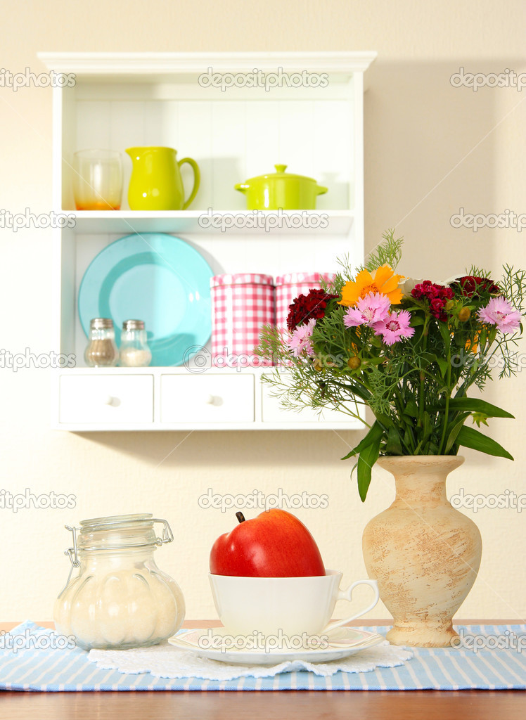 Kuche Komposition An Tisch Regal Hintergrund Stockfoto