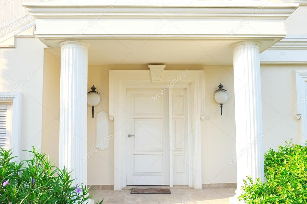 White front door of house with columns \u2014 Stock Photo & White front door of house with columns \u2014 Stock Photo © belchonock ...