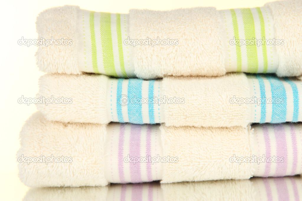 Asciugamani da bagno isolati su bianco u2014 foto stock © belchonock