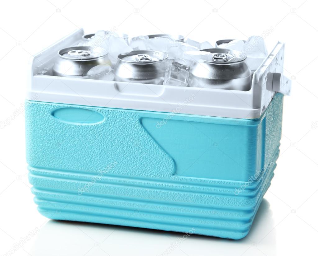 Kühlschrank Dosen : Metall dosen bier mit eiswürfeln in mini kühlschrank isoliert auf