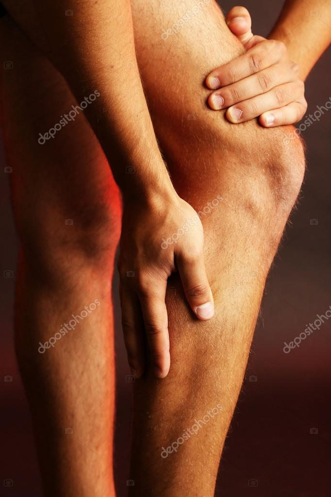 ciemne kolana