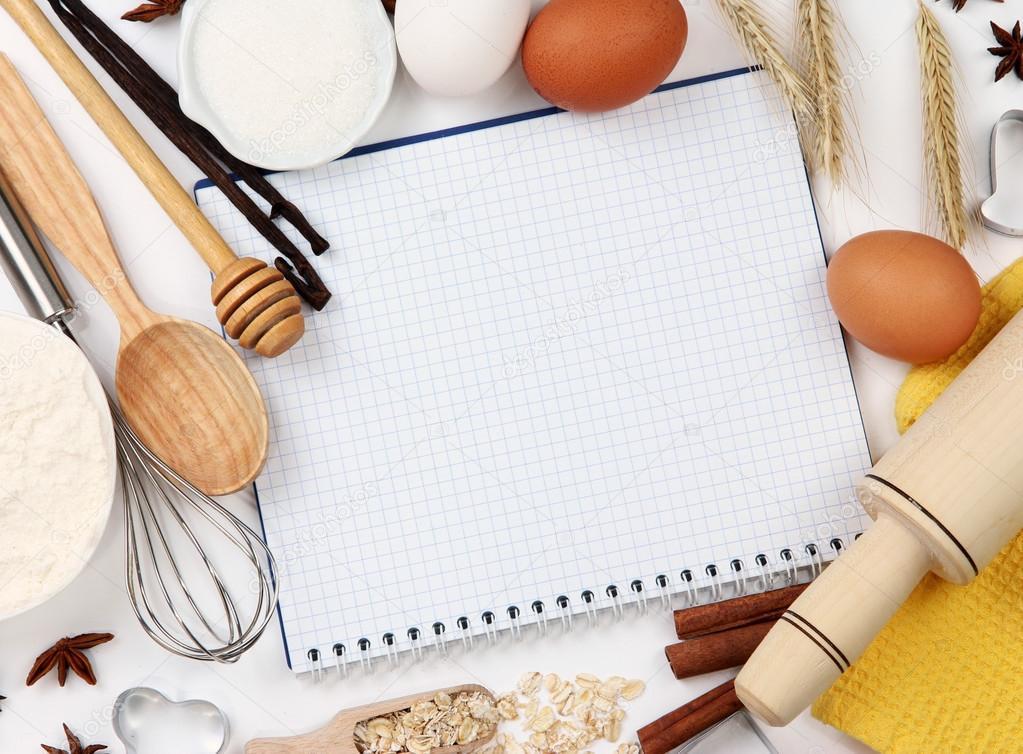 concepto de cocina. ingredientes básicos para hornear y utensilios ...