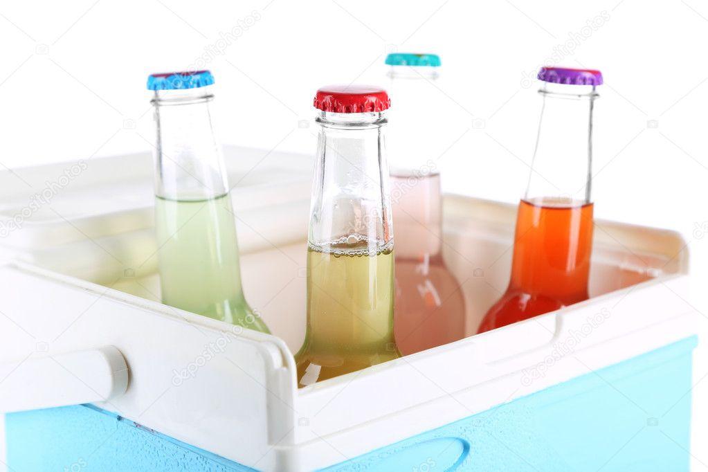 Mini Kühlschrank Glas : Getränke in glasflaschen in mini kühlschrank isoliert auf weiss
