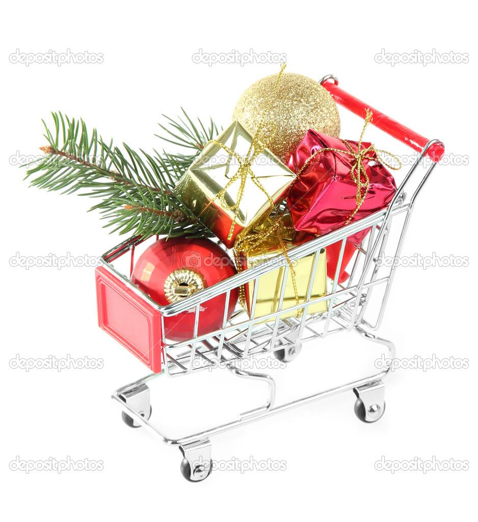 Weihnachtsgeschenke im Einkaufswagen, isoliert auf weiss — Stockfoto ...