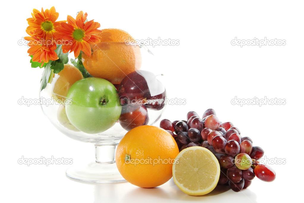 Composizione dei diversi tipi di frutta con vaso in vetro - Diversi tipi di figa ...