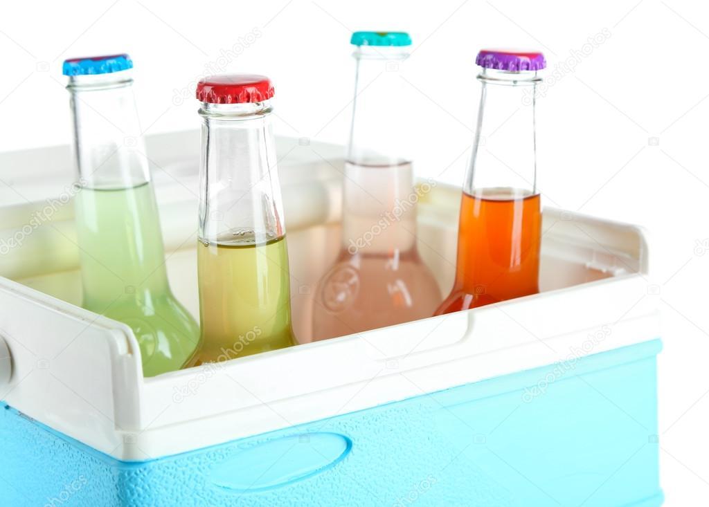 Mini Kühlschrank Für Getränke : Getränke in glasflaschen in mini kühlschrank isoliert auf weiss