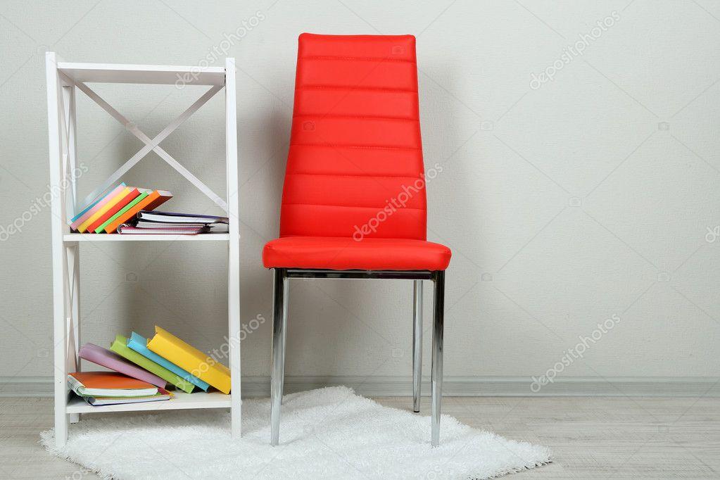 Bel Intrieur Avec Chaise Couleur Moderne Livres Sur Socle En Bois Fond De Mur Image Belchonock